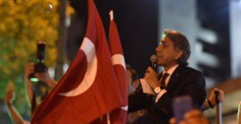 Mustafa Demir halkla birlikte darbeye karşı sokaklarda!